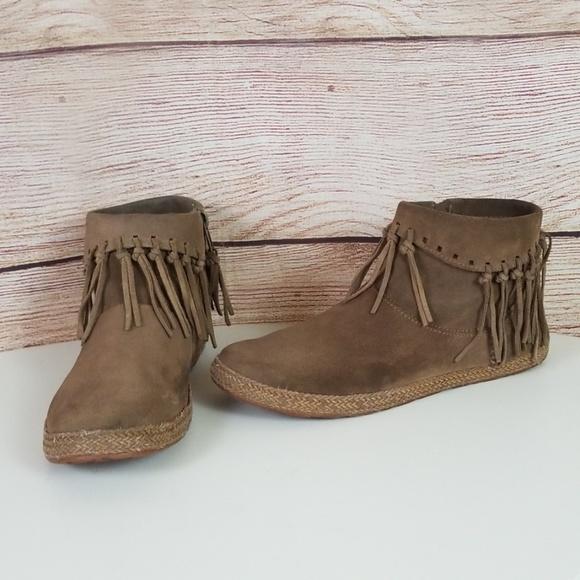 662d5c91523 UGG Shenandoah Suede Fringe Moccasin Ankle Boots